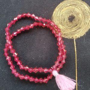 Bracelet rose vif et pompon